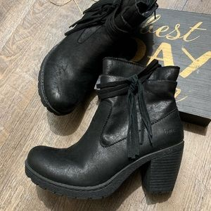 Born ankle boots size 6.5